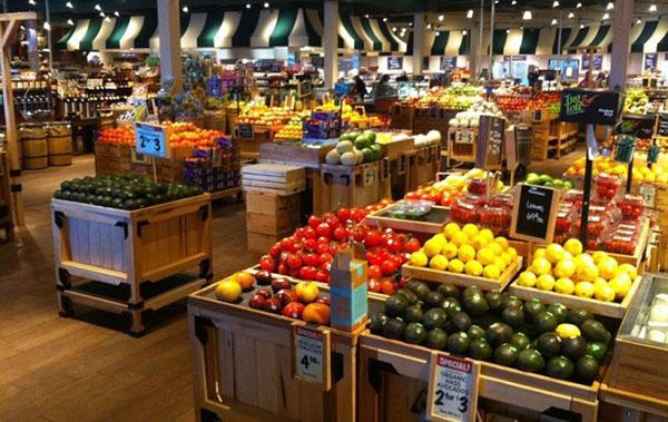 trang trí bày bán cửa hàng trái cây